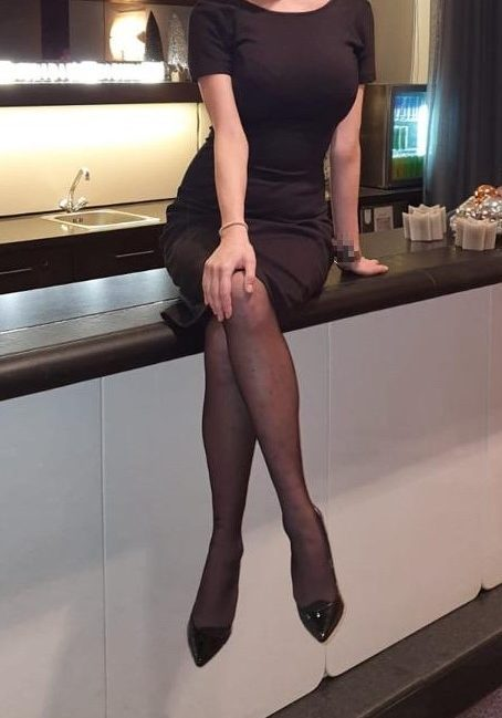 High-Class Companion Isabella showing her beautiful legs
